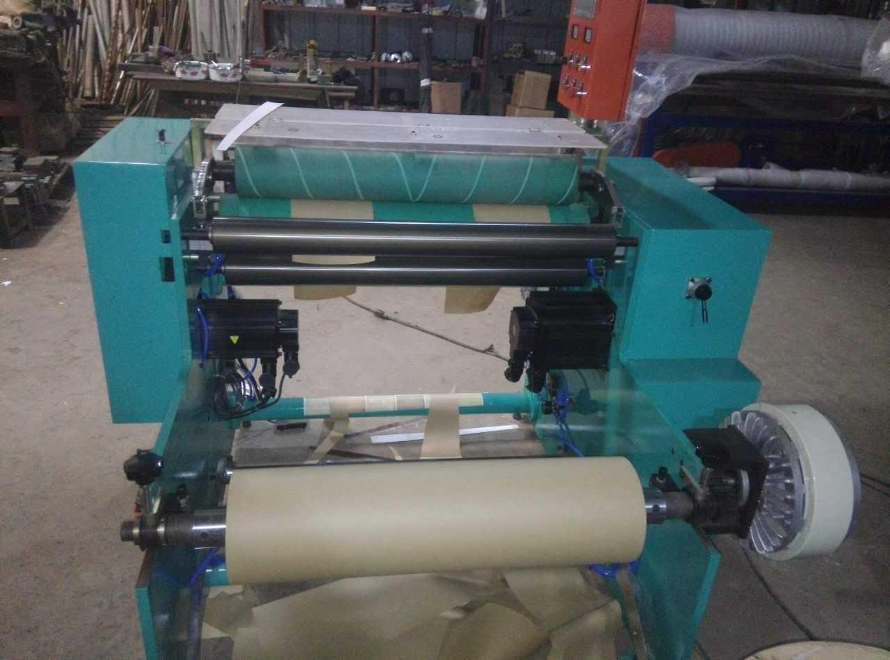 厂家全自动墙纸贴纸礼品纸复卷机 私服定长自动上料 高速复卷机