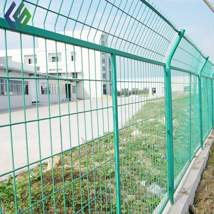【创世】厂家直销球场护栏网 场地护栏网 双边丝护栏网生产加工多少钱一米