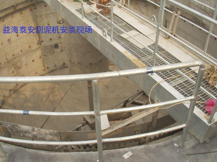 中心传动桥式刮泥机