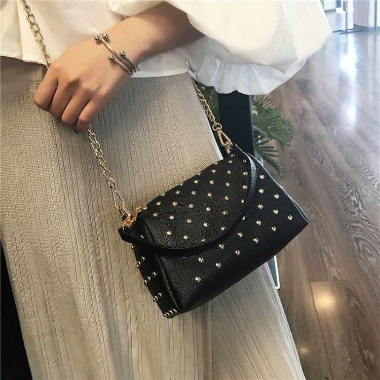 韩版手提女包包2018 新款铆钉小包迷你小包包单肩斜跨链条小包包