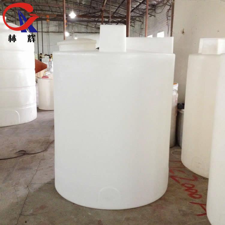 江苏林辉2吨尿素溶液箱2000升pe外加剂药剂桶2000L耐酸碱防腐溶液搅拌桶可定制