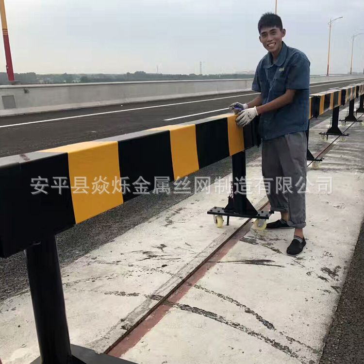 长期供应 高品质活动护栏  折叠防撞护栏 折叠式活动护栏