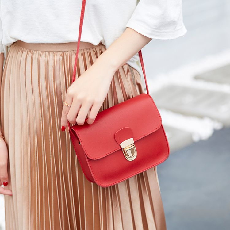 一件代发夏季2018新款单肩手机包女斜跨韩版小垮包少女锁扣零钱包