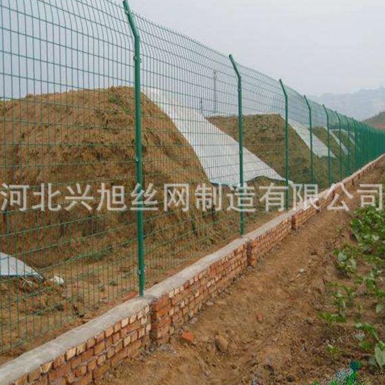 厂家直销菱形铁丝网铁丝建筑网片浸塑圈地隔离护栏网片防护铁丝网