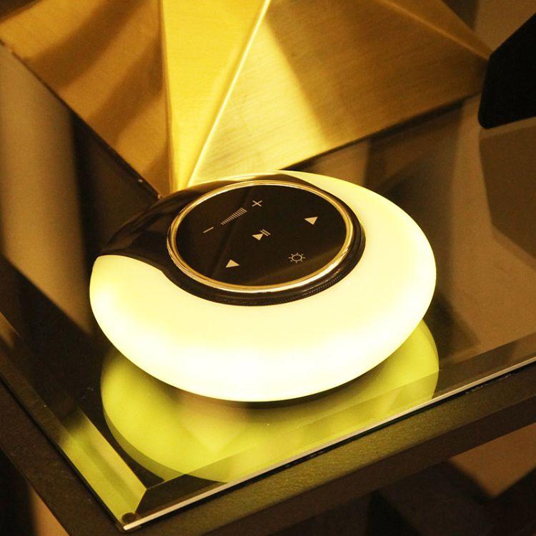 新款无线蓝牙触控音响灯 创意LED小夜灯音响 无极调光低音炮