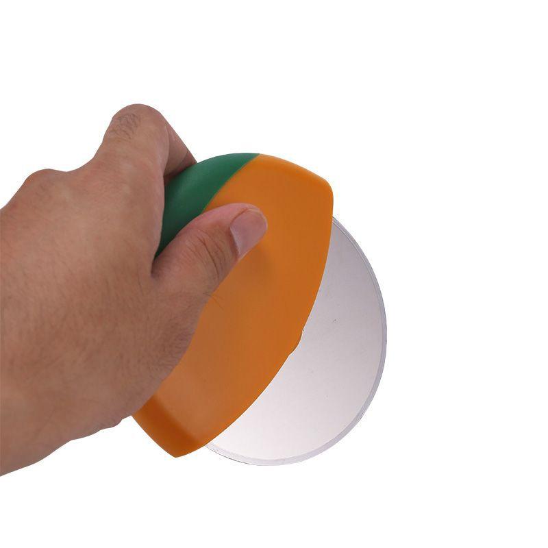 新款圆形披萨切 家用简易烘焙工具 耐用便携滚轮披萨分割器