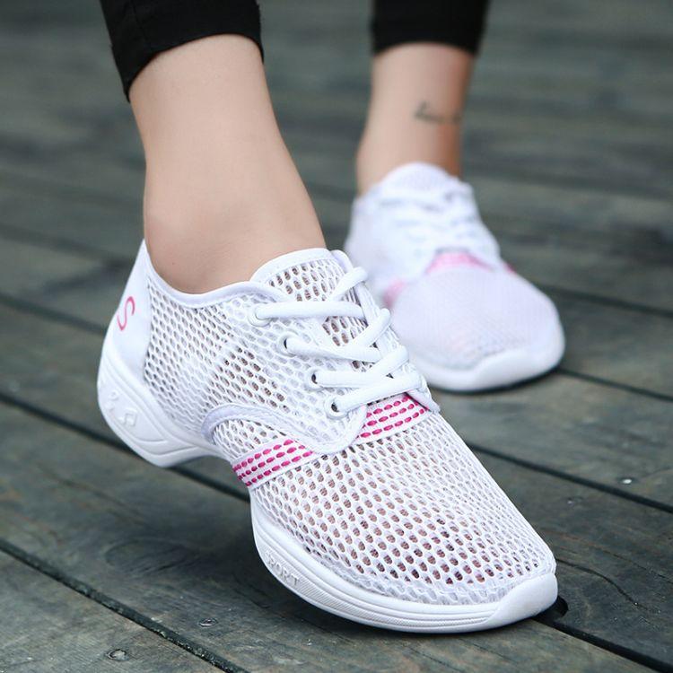 白色新款广场舞鞋女式中老年跳舞鞋夏季网面软底舞蹈鞋成人广场舞