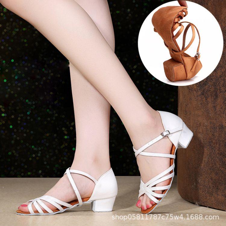 女童拉丁舞鞋白色女孩儿童初学者恰恰舞蹈鞋软底演出少儿跳舞鞋夏