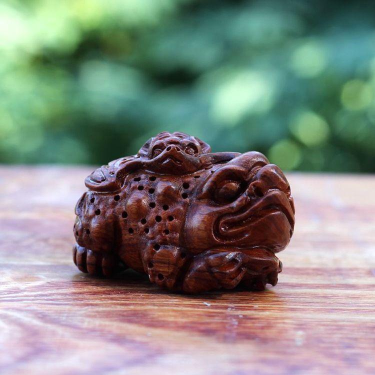 一手货源老挝黄花梨木白酸枝木雕手把件金蟾有福木小挂件工艺礼品