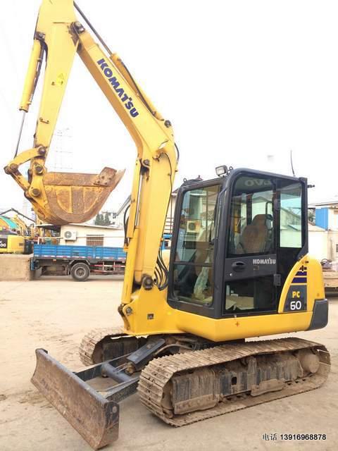 二手挖掘机:小松PC56-7挖掘机,小型二手挖机