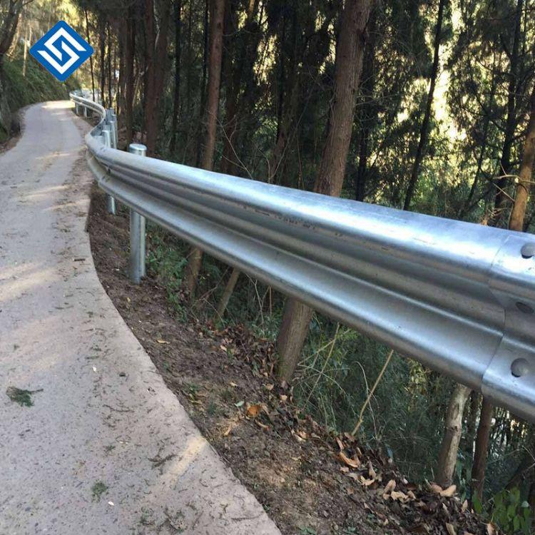 公路波形梁护栏板厂家、批发镀锌喷塑波形道路护栏板 、三波钢护栏 波形护栏 波形俩钢护栏板双波三波护栏板
