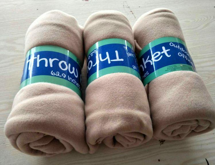 厂家毛毯定做 三角针锁边 素色双面绒膝盖毯  新年促销礼品毯子