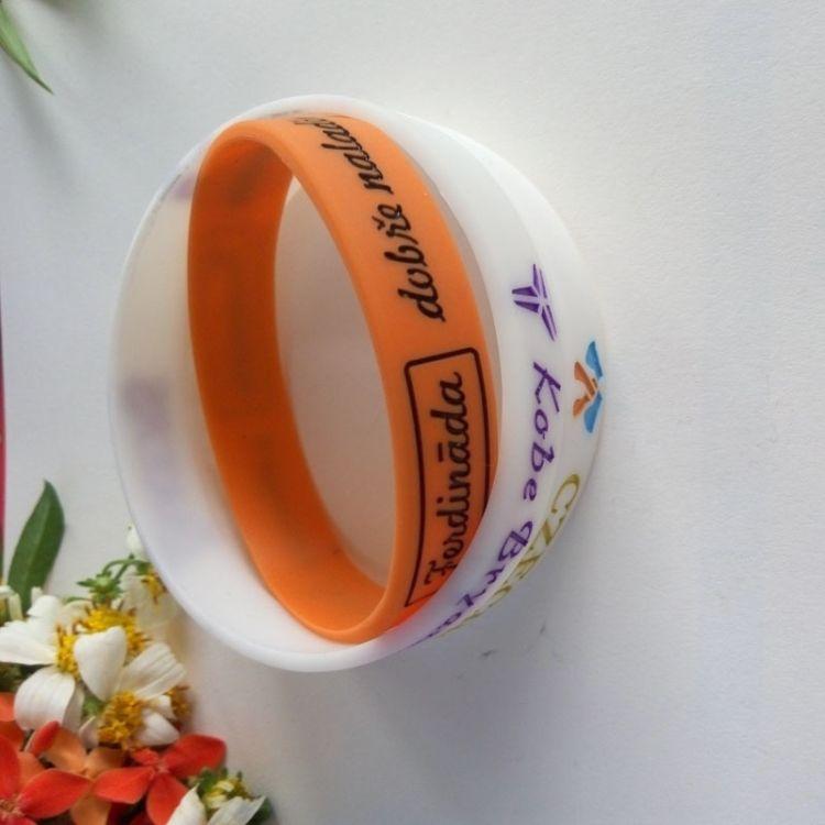 厂家供应pvc软胶手环 携带方便环保硅胶手环装饰品手腕带
