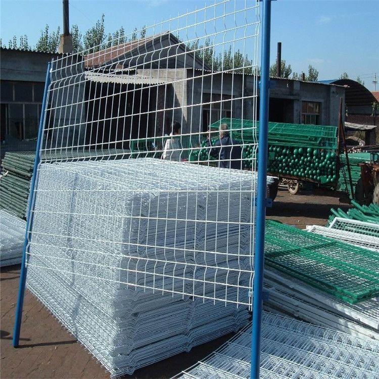 常年现货双边丝1.8*3米 耐腐圈地养殖网 三折弯护栏网