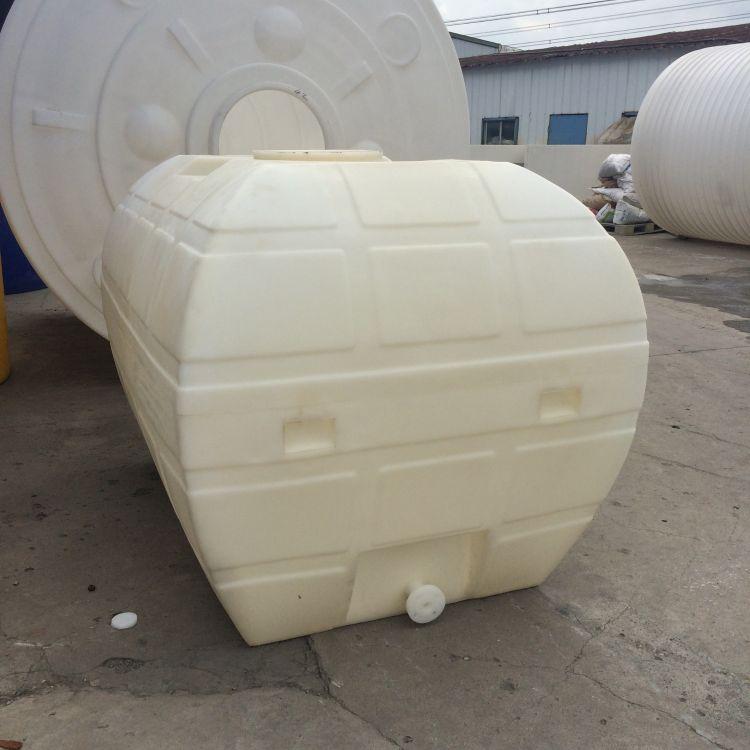 江苏批发3吨卧式水箱 3000l污水处理储罐 卧式双氧水车载运输储罐