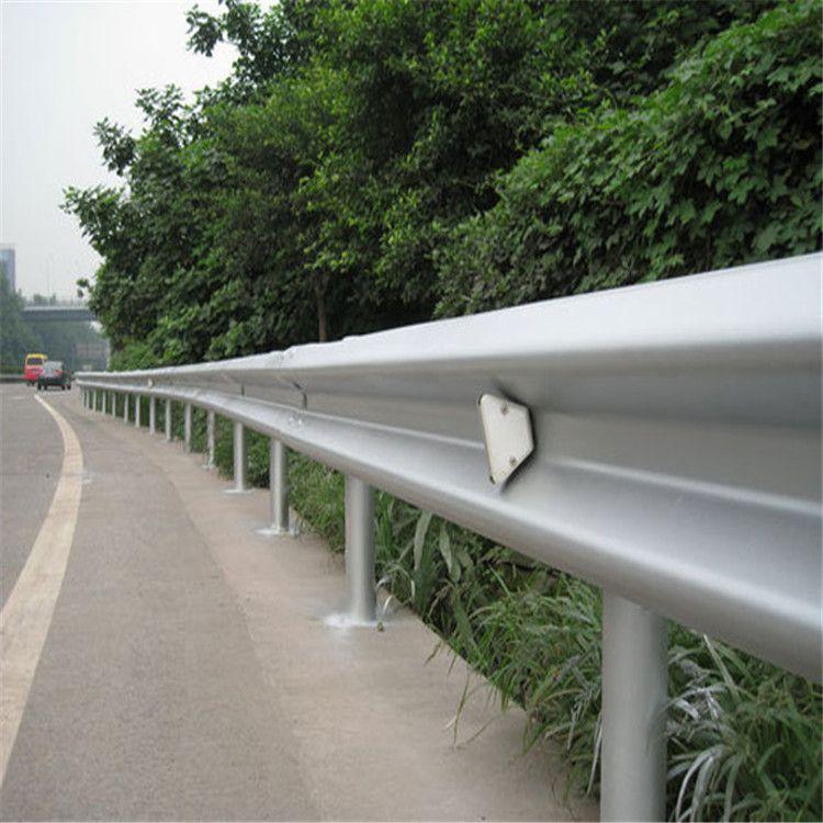 热镀锌护栏板高速公路加强防撞护栏板牛角护栏板三波护栏板可定制