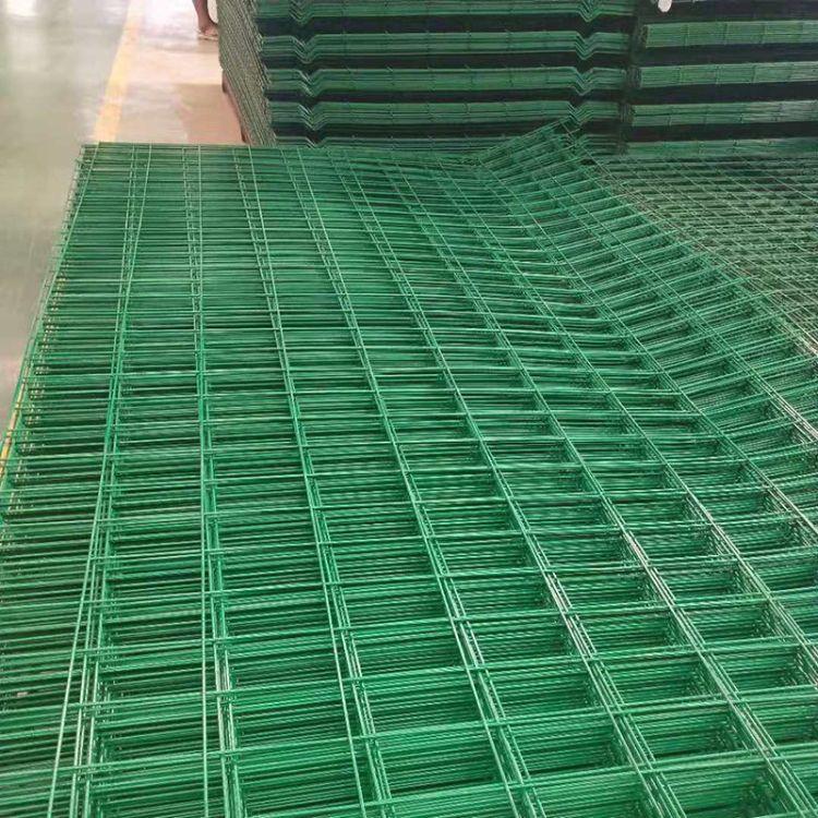 专业生产双边丝框架护栏网 公路护栏网 包塑铁丝高速护压弯栏网