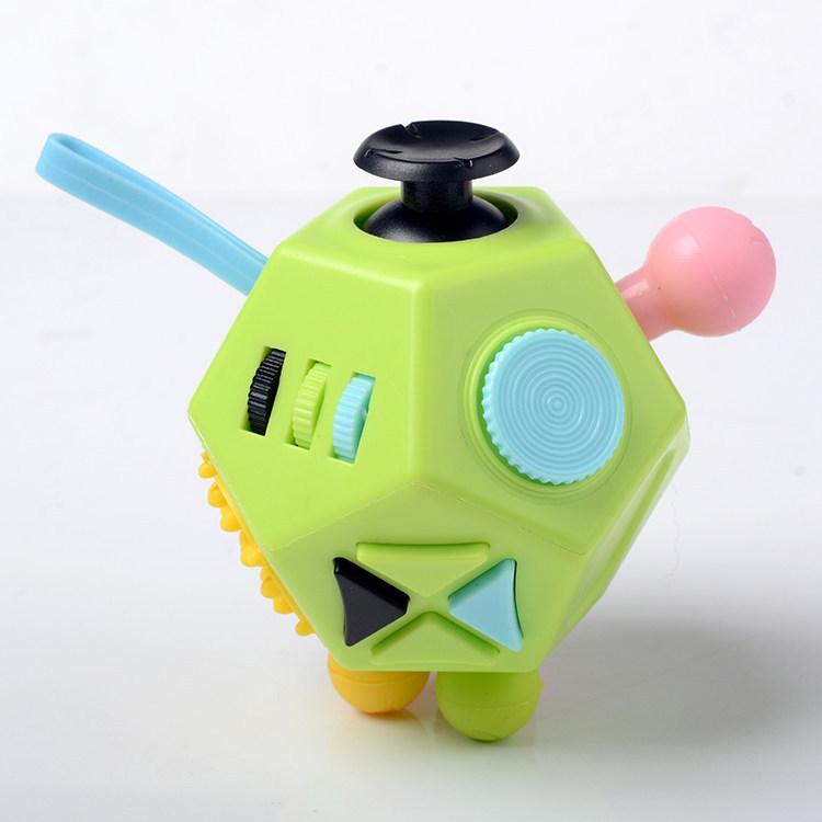工厂批发子12面二代减压魔方解压玩具迷彩系列圣晶解压魔方骰子