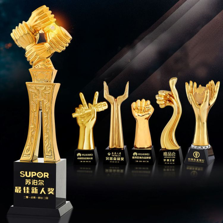 2018年度金色握手奖杯 新款创意大拇指握手团体奖金属奖杯定做