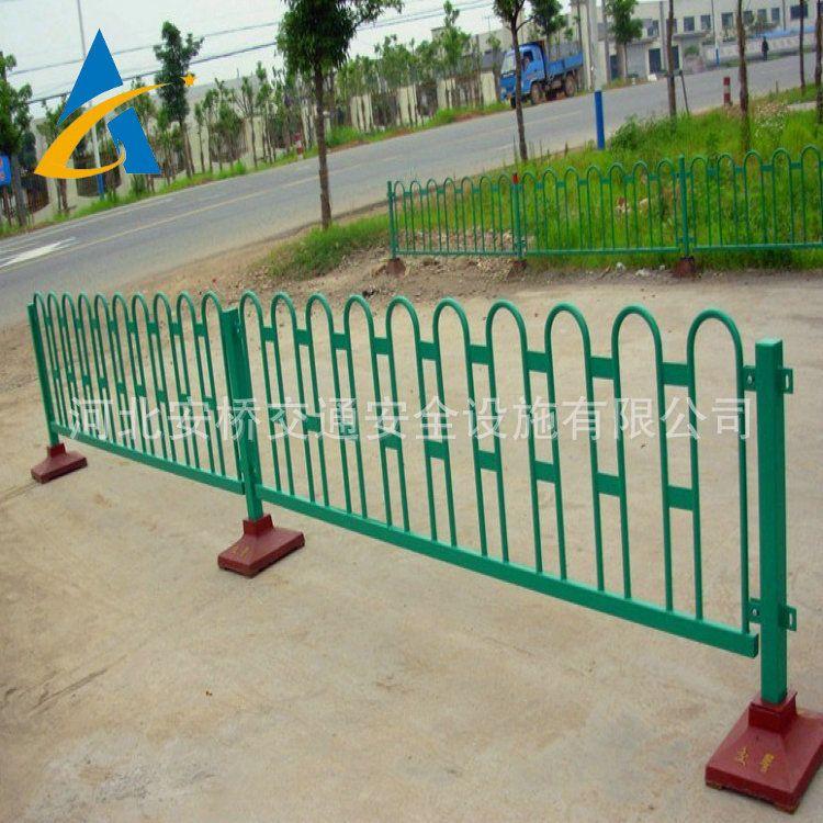专业生产折弯倒U型京式护栏 城市中央车道隔离栏 马路防护栏