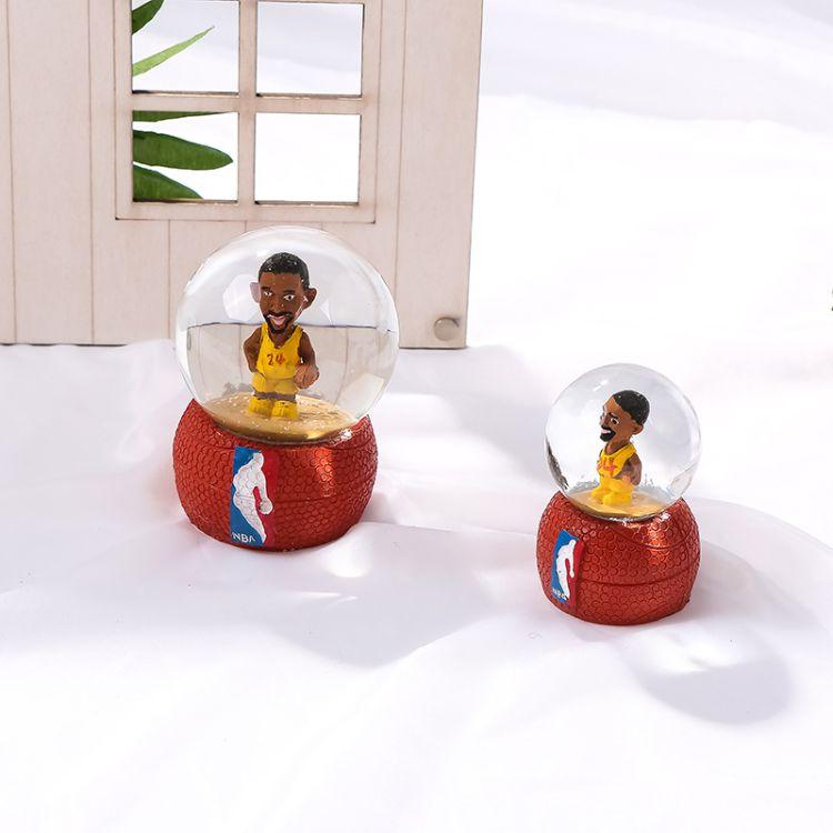 创意篮球明星树脂水晶球摆件卡通玻璃水晶球节日礼品树脂工艺品