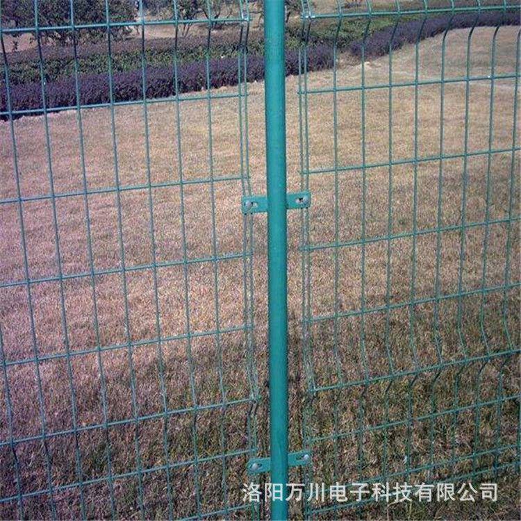 河南双边丝护栏网铁路公路铁丝网 洛阳绿色围栏网 防护圈地网厂家