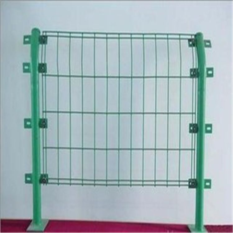 安平护栏丝网厂直销双边丝铁丝围网 果园 养殖围栏网