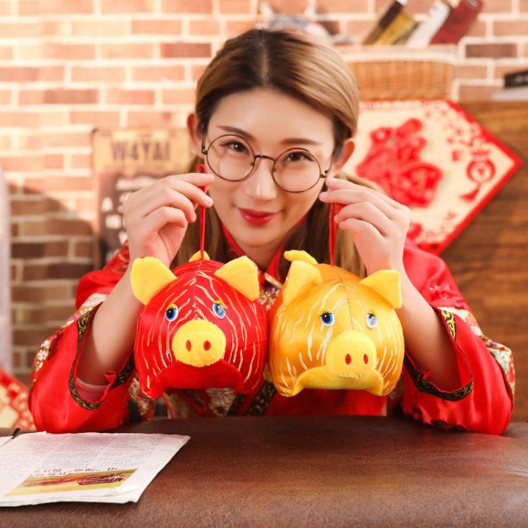 2019新款猪年吉祥物公仔卡通趴趴猪毛绒玩具公司年会礼品批发定制