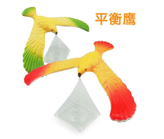 平衡老鹰 平衡鸟 怀旧 金字塔平衡鹰 力与机械实验幼儿园教具
