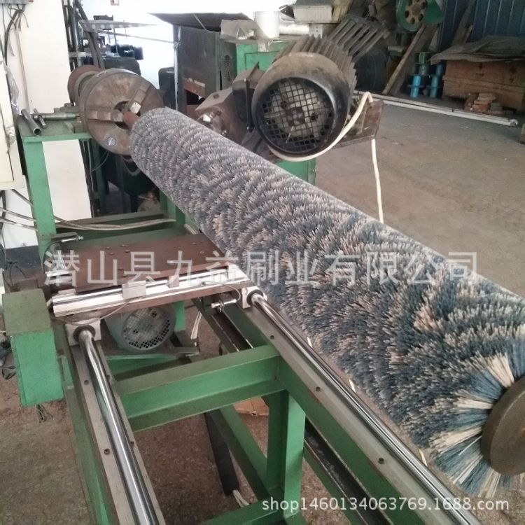 厂家供应高密度尼龙刷辊 氧化铝碳化硅磨料丝辊刷 除锈钢丝毛刷辊