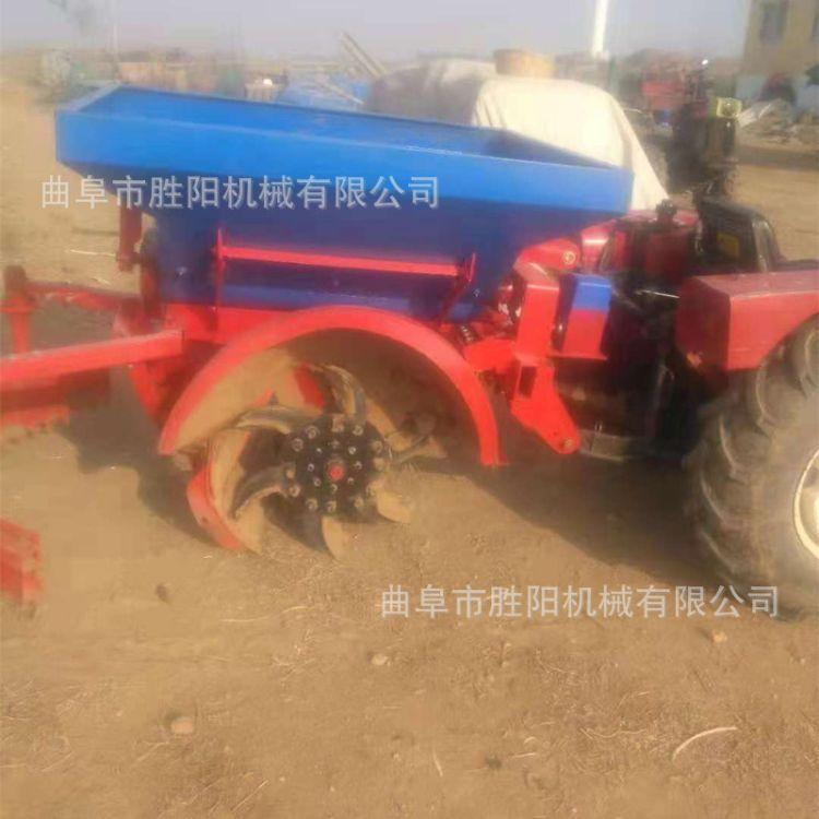 开沟施肥机 四轮拖拉机牵引 后置悬挂式自动回填 果园施肥机