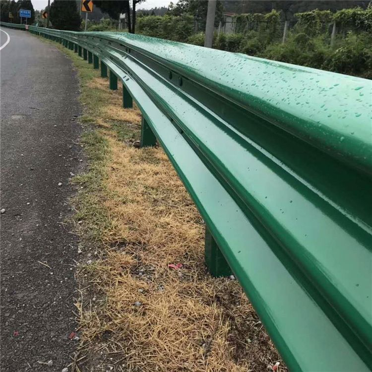安徽高速公路三波波形护栏省道三波梁钢防撞绿色护栏板包安装
