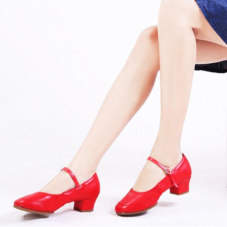 2018新款广场舞鞋四季舞蹈鞋女士红色软底跳舞鞋 广场舞蹈鞋 批发