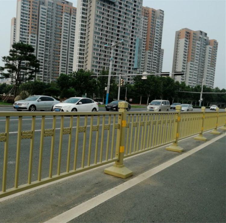 厂家直销 宸鼎金属制品 外形美观分割功能 公路 道路护栏