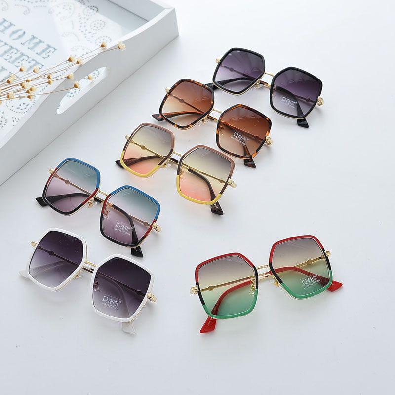 厂家批发18年儿童太阳墨镜男女宝宝彩色边框韩版儿童眼镜