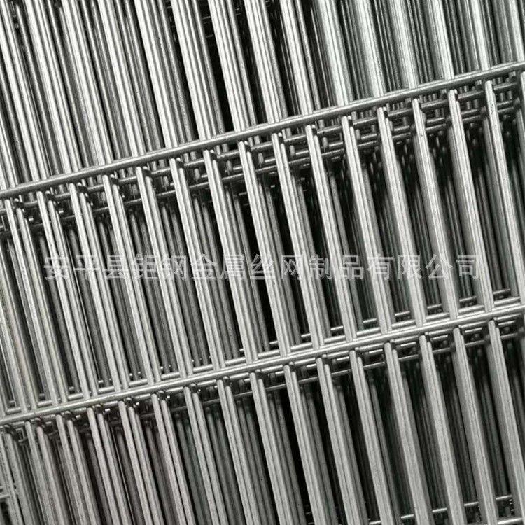 方格镀锌铁丝网片|焊接铁丝网片|绿色养殖铁丝网片厂家直销