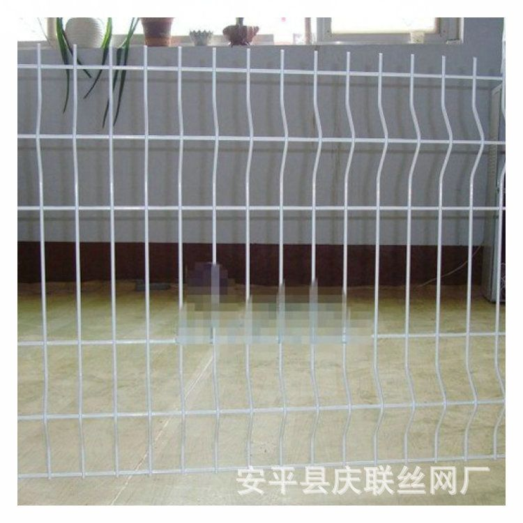 安平庆联丝网加工定制桃型柱护栏网 三折弯护栏 小区围栏铁丝护栏