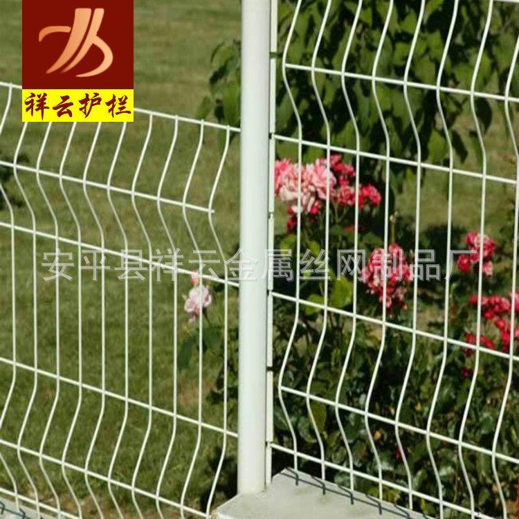 厂区公园铁丝焊接三角折弯护栏 高速路果园种殖圈地围栏
